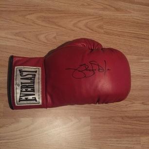 Buster Douglas glove 1